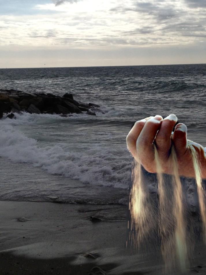 sabbia tra le mani
