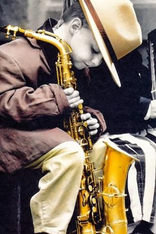 bimbo sassofono